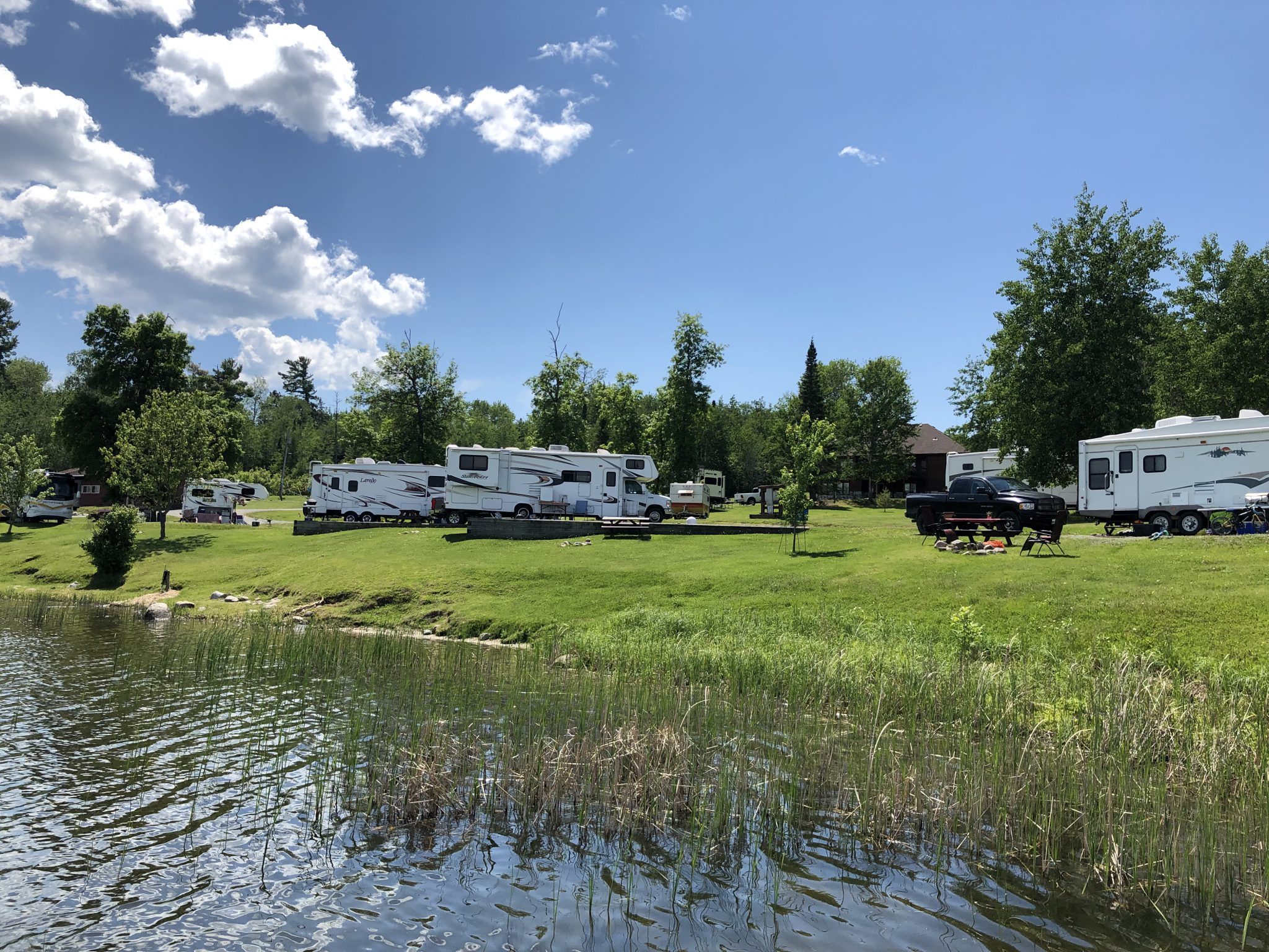 Laughing Water Trailer Park – Lake of the Woods Houseboats